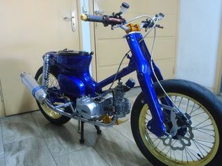 Honda Super Cub cafe racer
