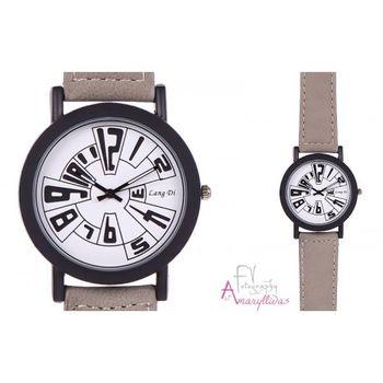 Πωλείται Γυναικείο ρολόι χειρός με μπεζ λουρί και λευκό καντράν by  Amaryllidas Art collection - 22340 - € 9 6fcb50867c8