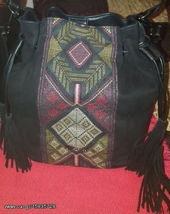 τσάντα Axel μαύρη με κέντημα - € 22 EUR - Car.gr c478b1dc6eb